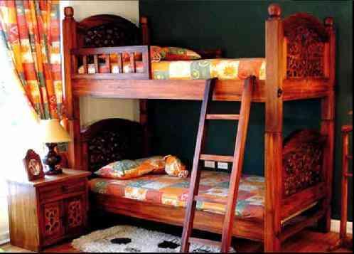 muebles de madera rsticos clsicos alcobas camas with muebles de bao de madera rusticos