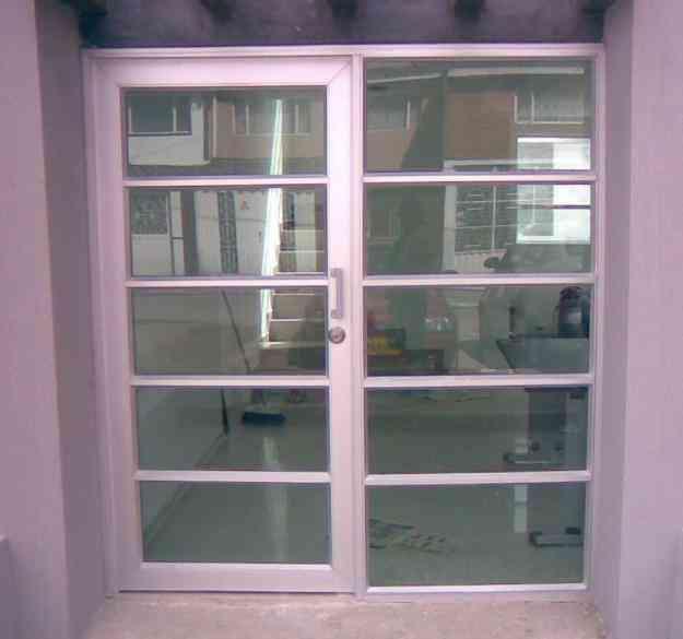 Puertas en aluminio y madera bogot hogar jardin for Puertas jardin aluminio