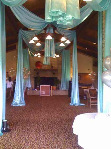 Decoracion con velos y telas en techos alquiler luces led - Cama con techo de tela ...