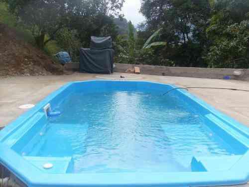Fotos de piscinas fibra de vidrio una estructura con for Estructuras para piscinas