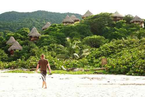 El parque tayrona reservas, cabañas, camping, hamacas, santa marta colombia