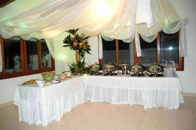 Servicio de catering para eventos sociales y empresariales