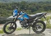 Vendo moto como nueva modelo 2014 con 2 cascos